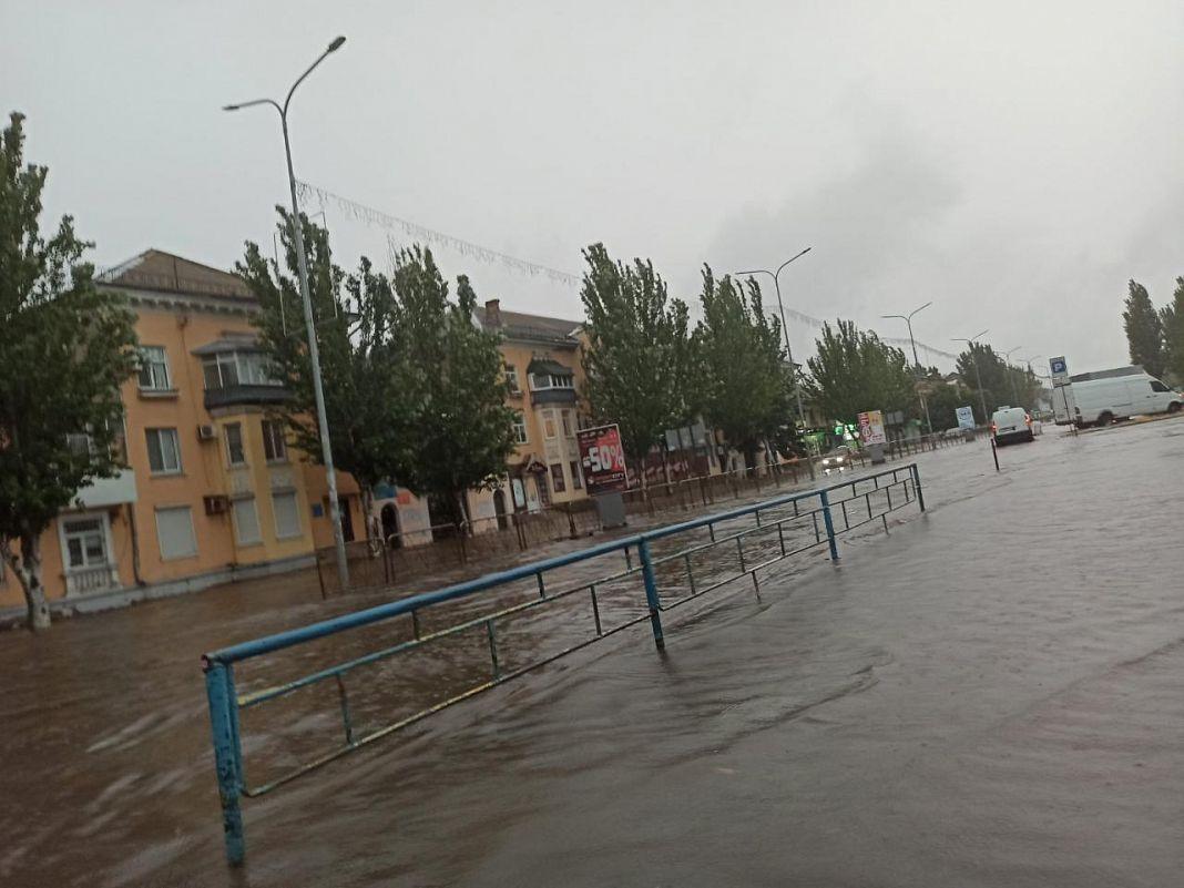 Вода затопила вулиці