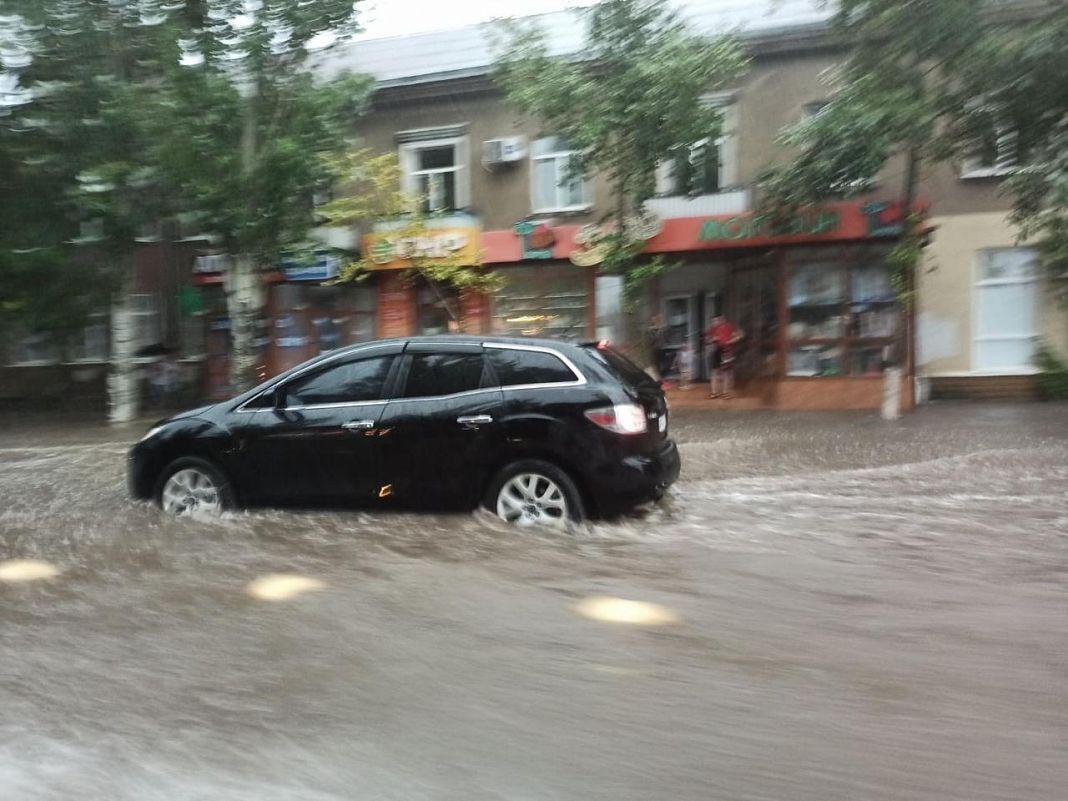 Вода на дорогах Бердянська