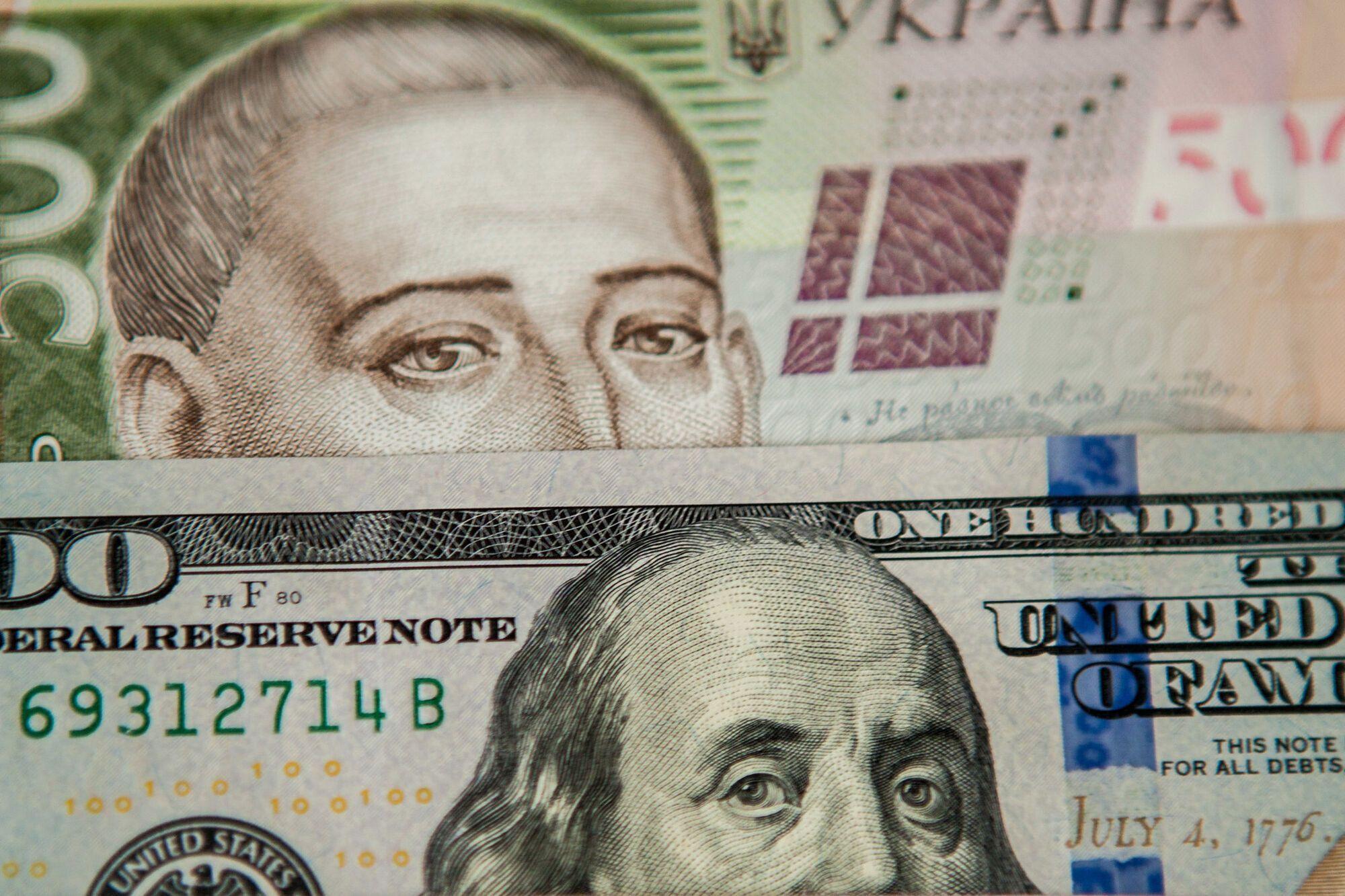 Какие доллары не обменяют в Украине