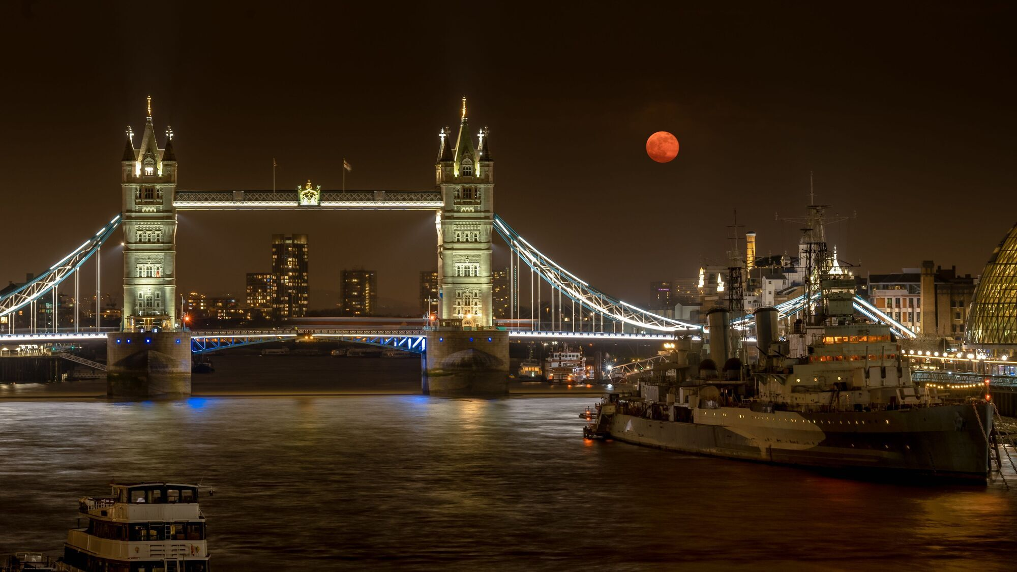 Зрелище у Лондонского моста.