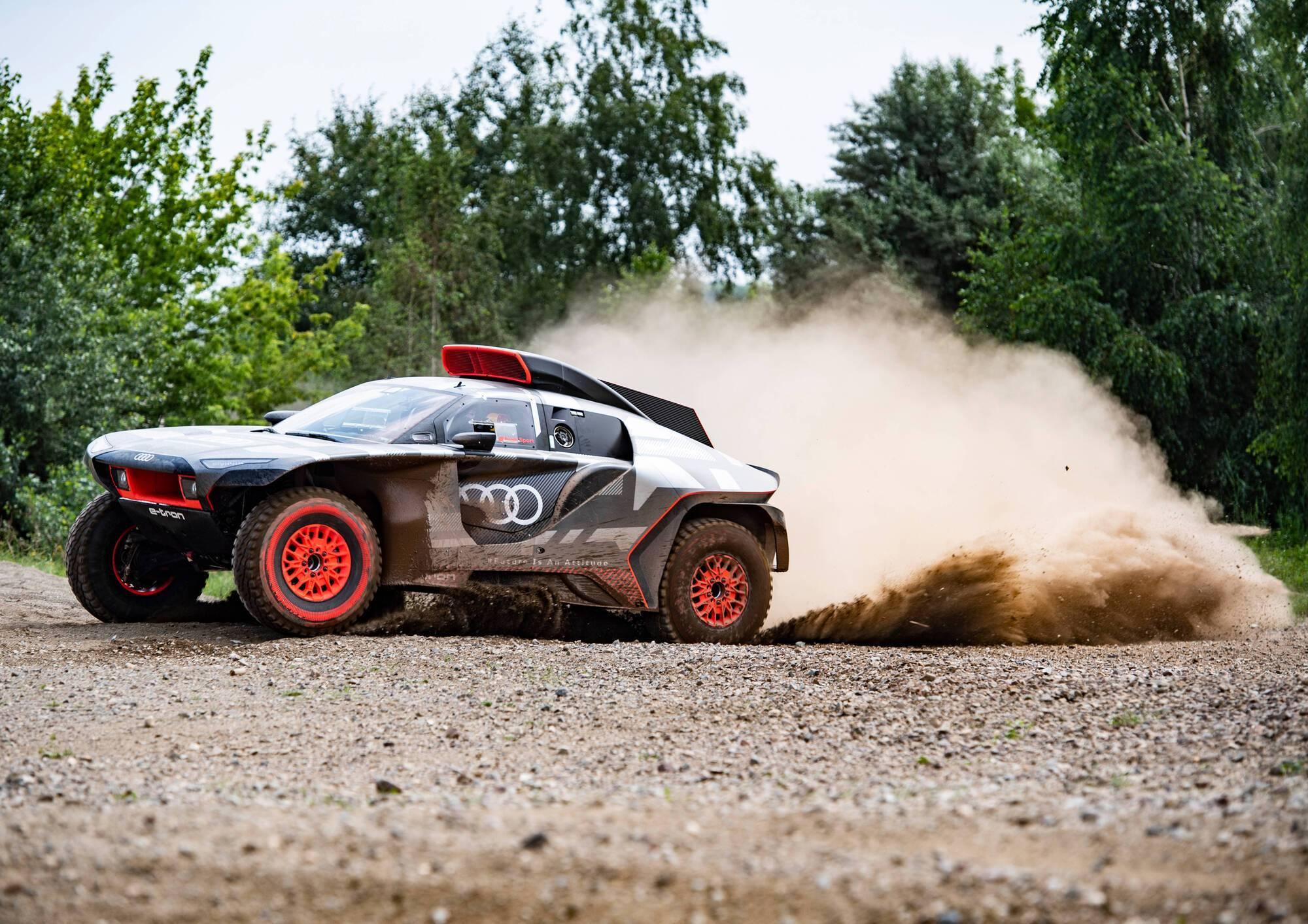 Audi RS Q e-tron оснащений трьома електромоторами MGU та бензиновим ДВС TFSI