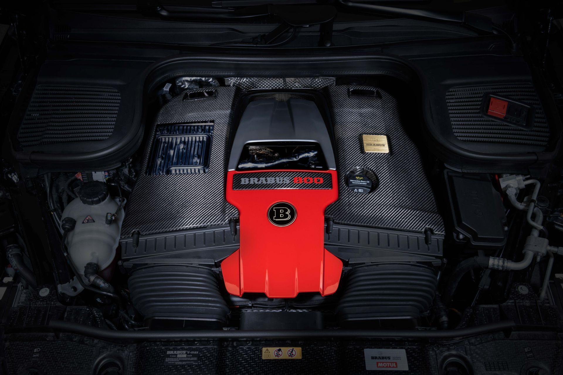 "4-литровый V8 с двумя турбинами выдает ""на гора"" 800 л.с. мощности и 1000 Нм крутящего момента."