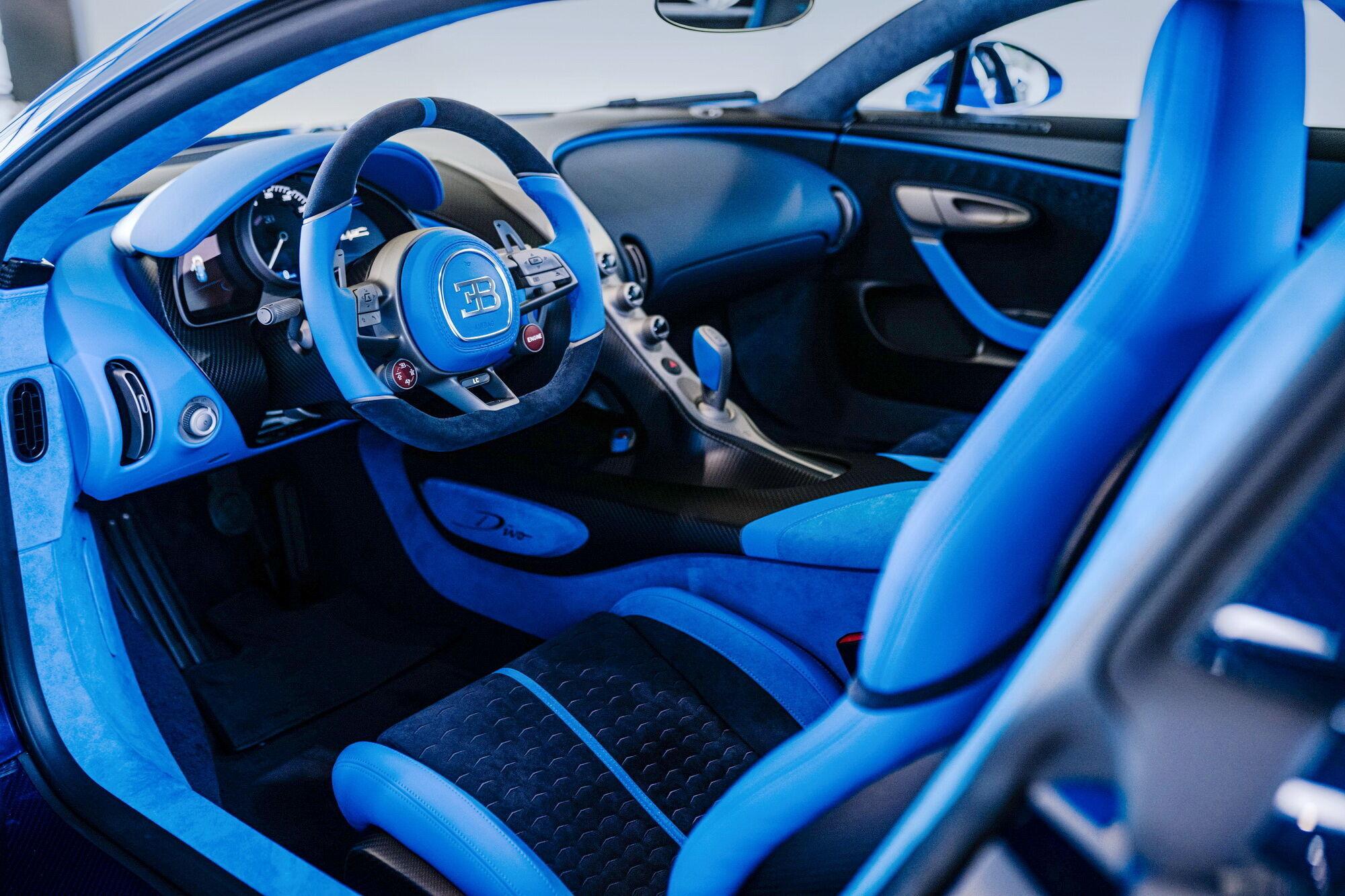 В отделке салона используется комбинация оттенков French Racing Blue и Deep Blue