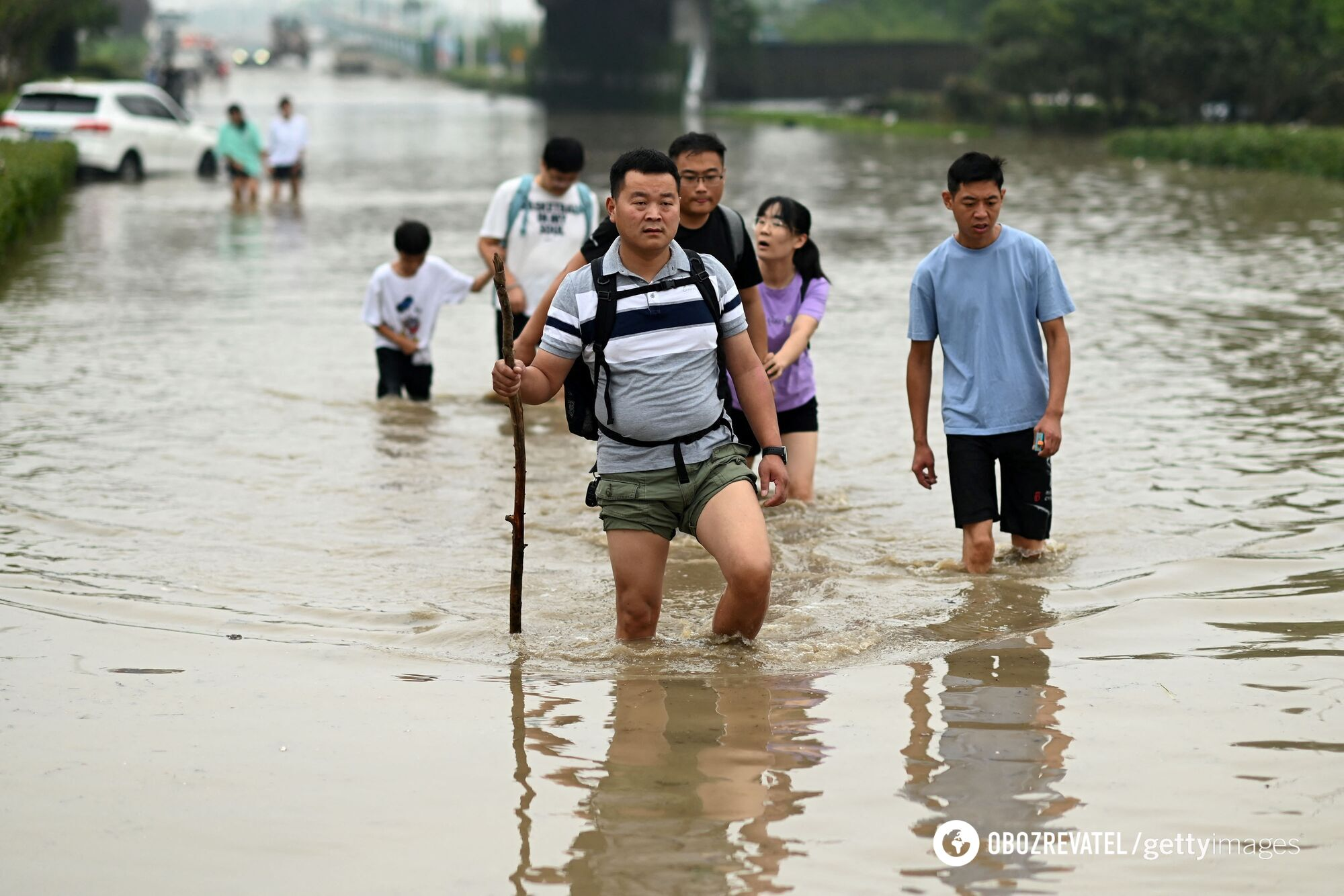 Вода затопила дороги