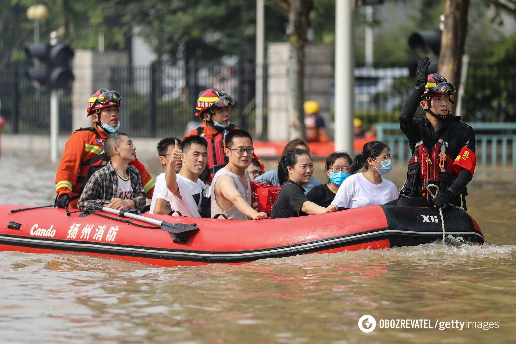 Затоплені вулиці в провінції Хенань