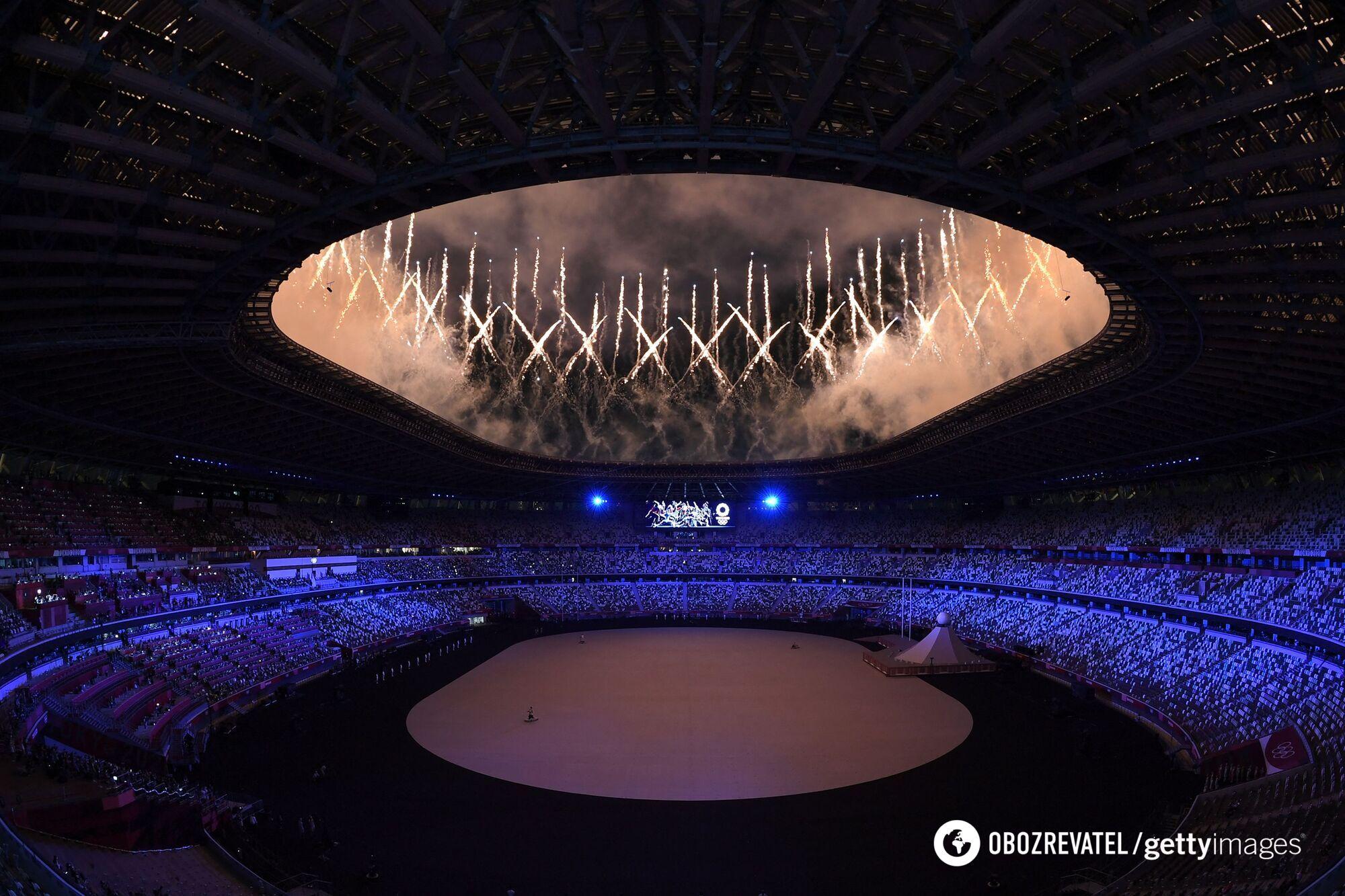 Фейерверк на церемонии открытия.