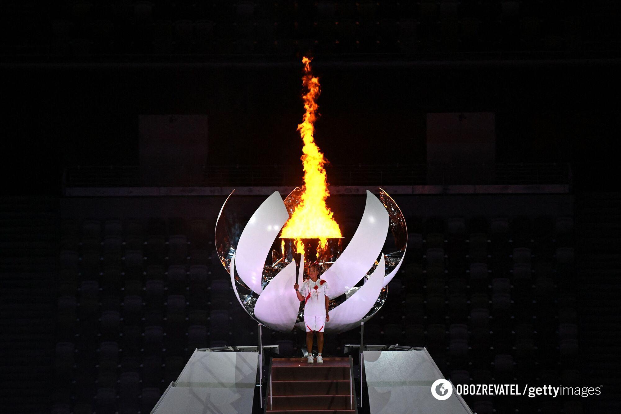 Наоми Осака зажгла Олимпийский огонь