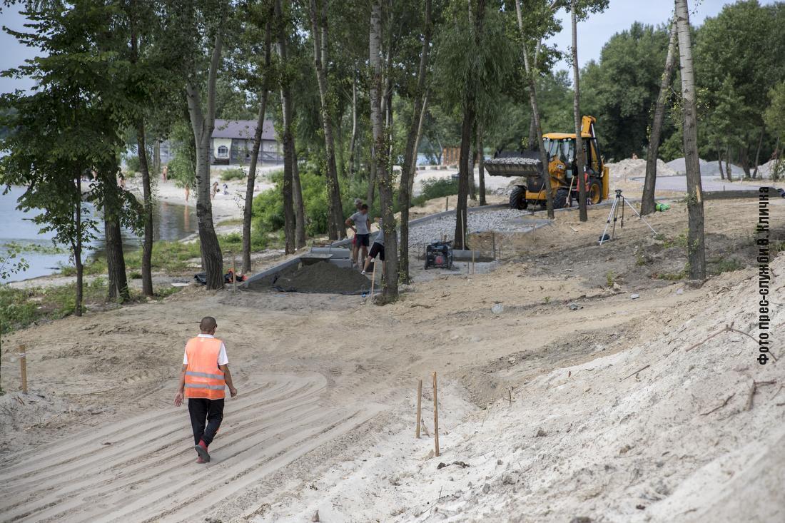 У залива Берковщина строят новый парк.