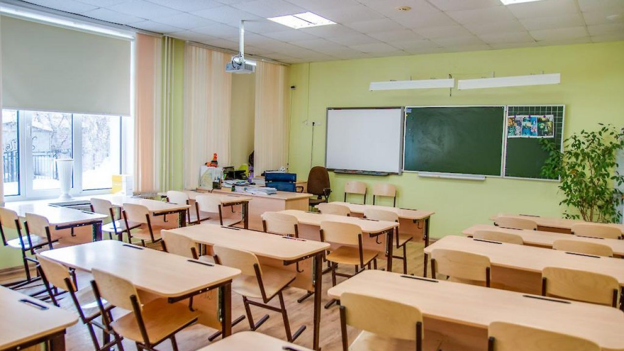 Столичные педагоги вакцинируются не очень активно.