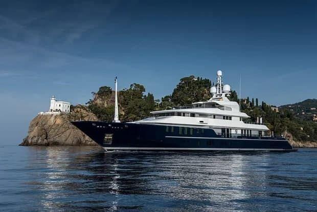 Яхта, на которой проводит время Том Круз