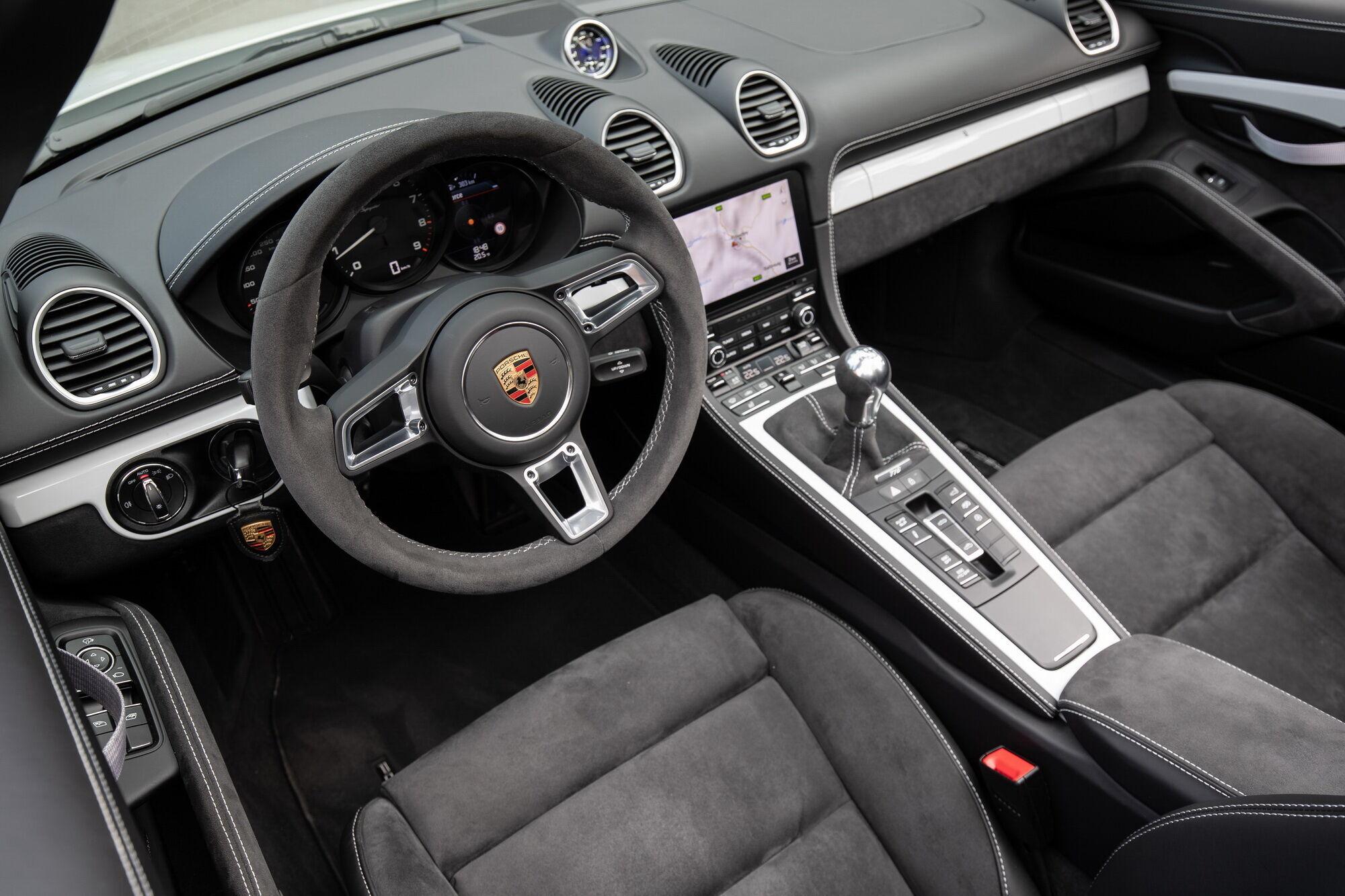 Салон Porsche 718 Spyder