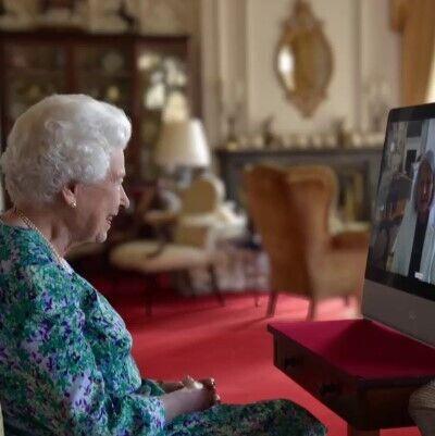 Елизавета II на онлайн-встрече.