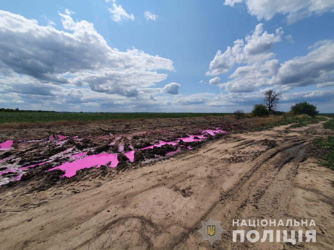 На поле разились химикаты.