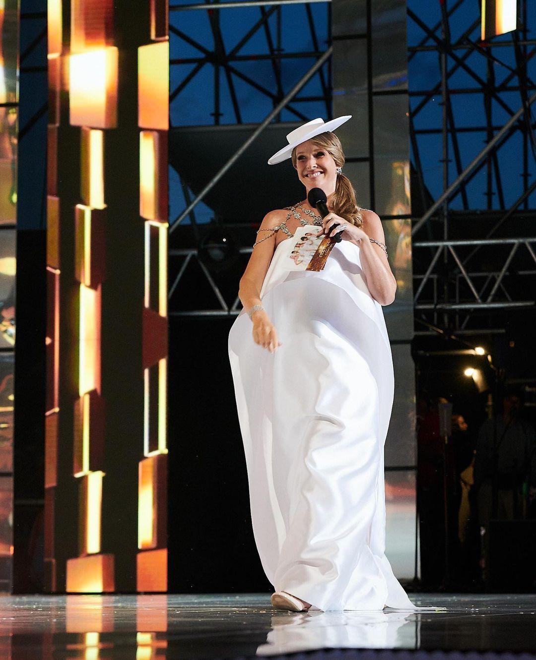 Катя Осадча засвітилася в модній сукні з діамантами від української дизайнерки