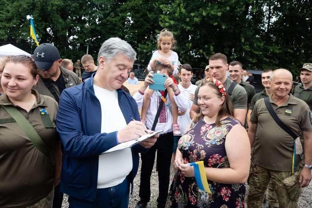 Порошенко побував на традиційному патріотичному куліші на Донбасі. Фото