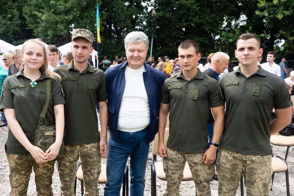 Військові дякували Порошенку за зроблене ним за часів президентства для звільнення Донбасу