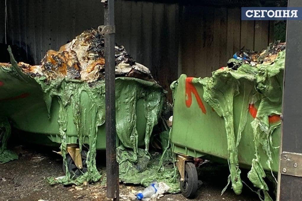 Згоріли пластикові сміттєві контейнери.