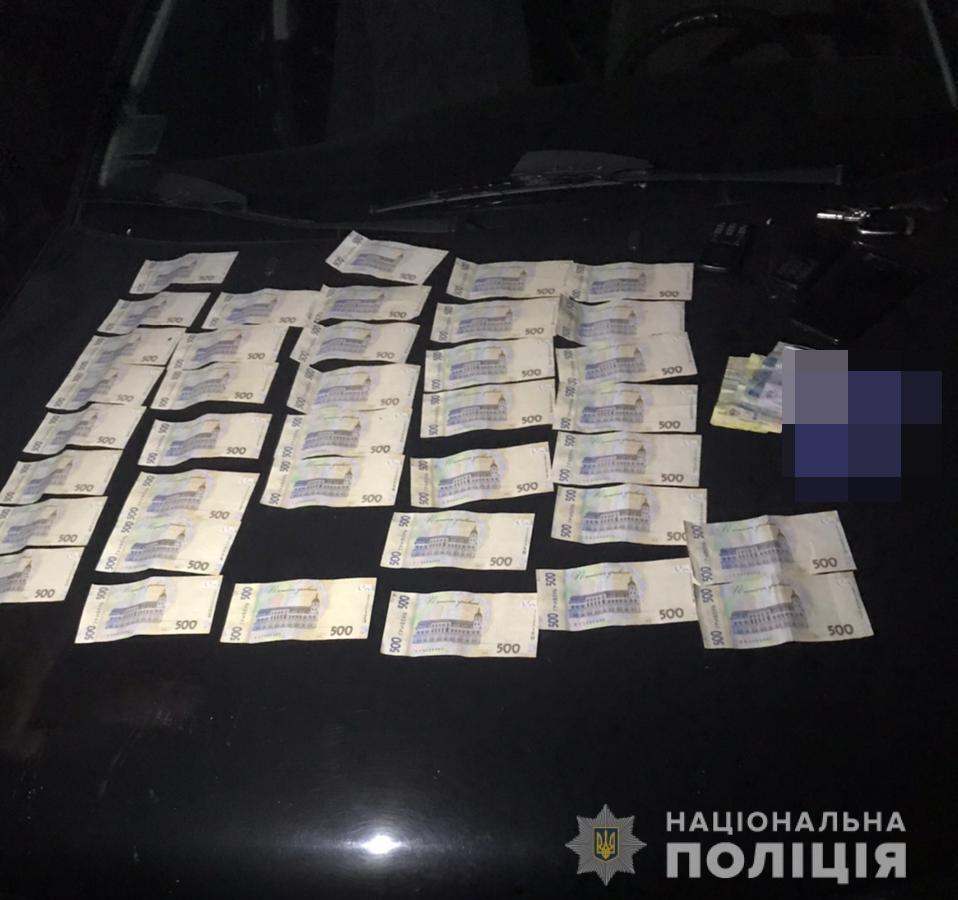 Під час обшуків знайшли гроші.