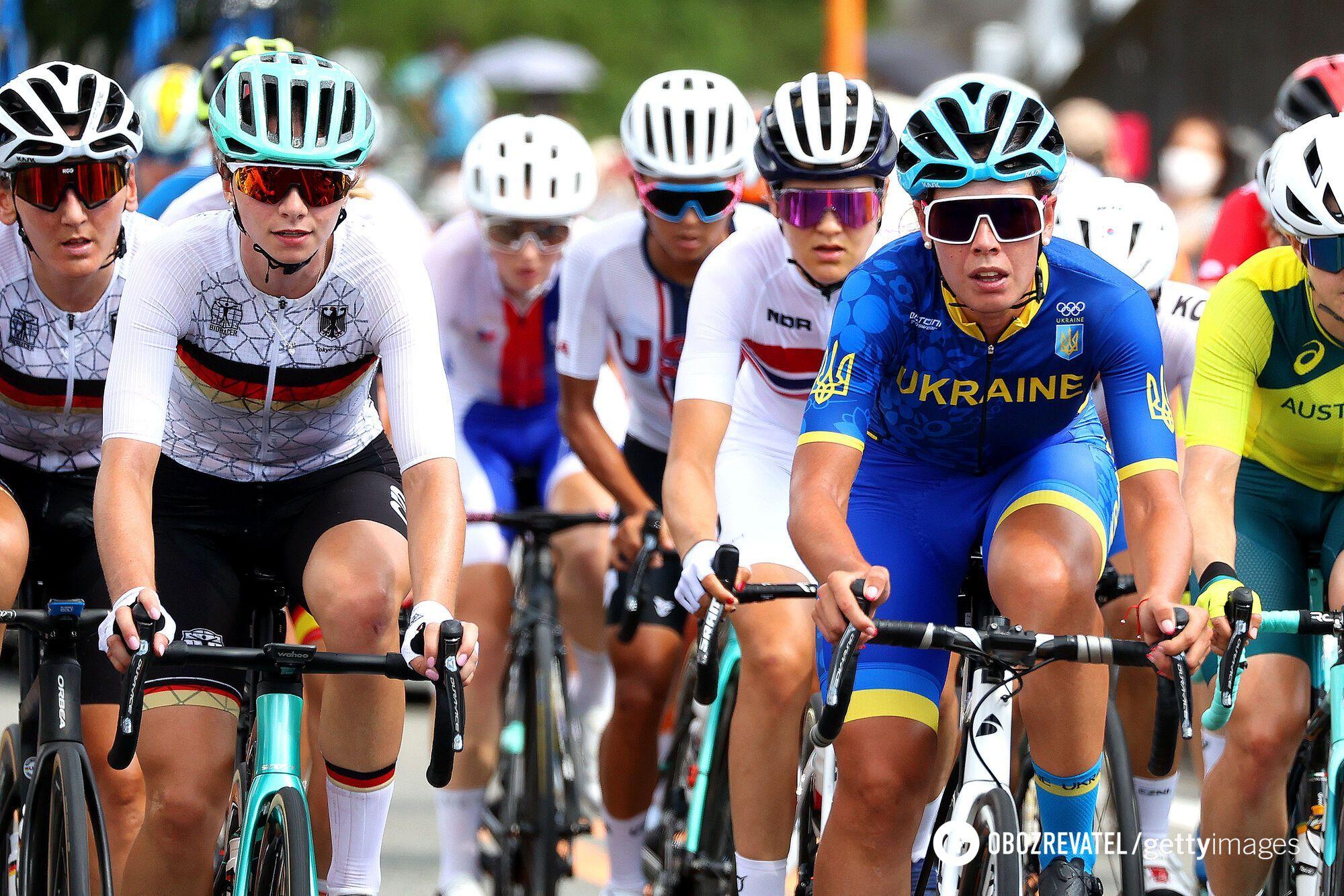 Валерія Кононенко (праворуч у синьому)
