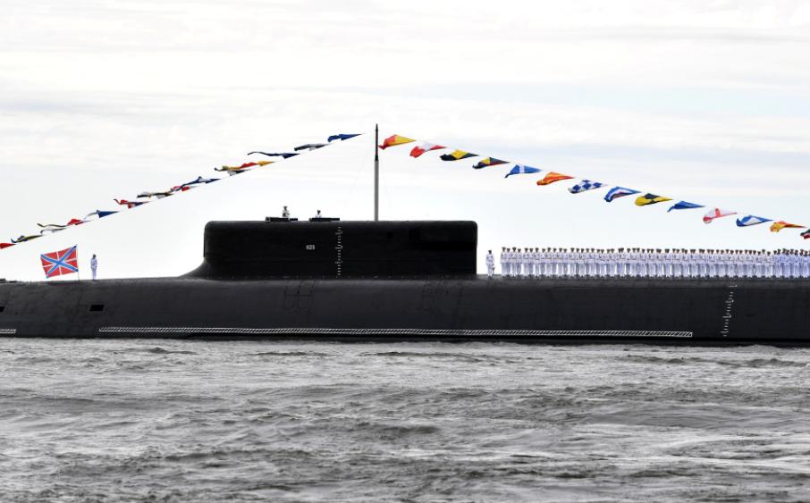 Підводний човен з екіпажем.