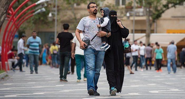 Семья из Саудовской Аравии в Киеве.