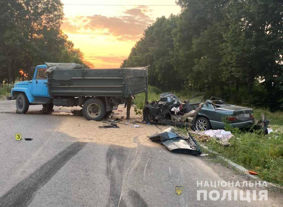 В аварии погибли водитель Mercedes с сыном-подростком