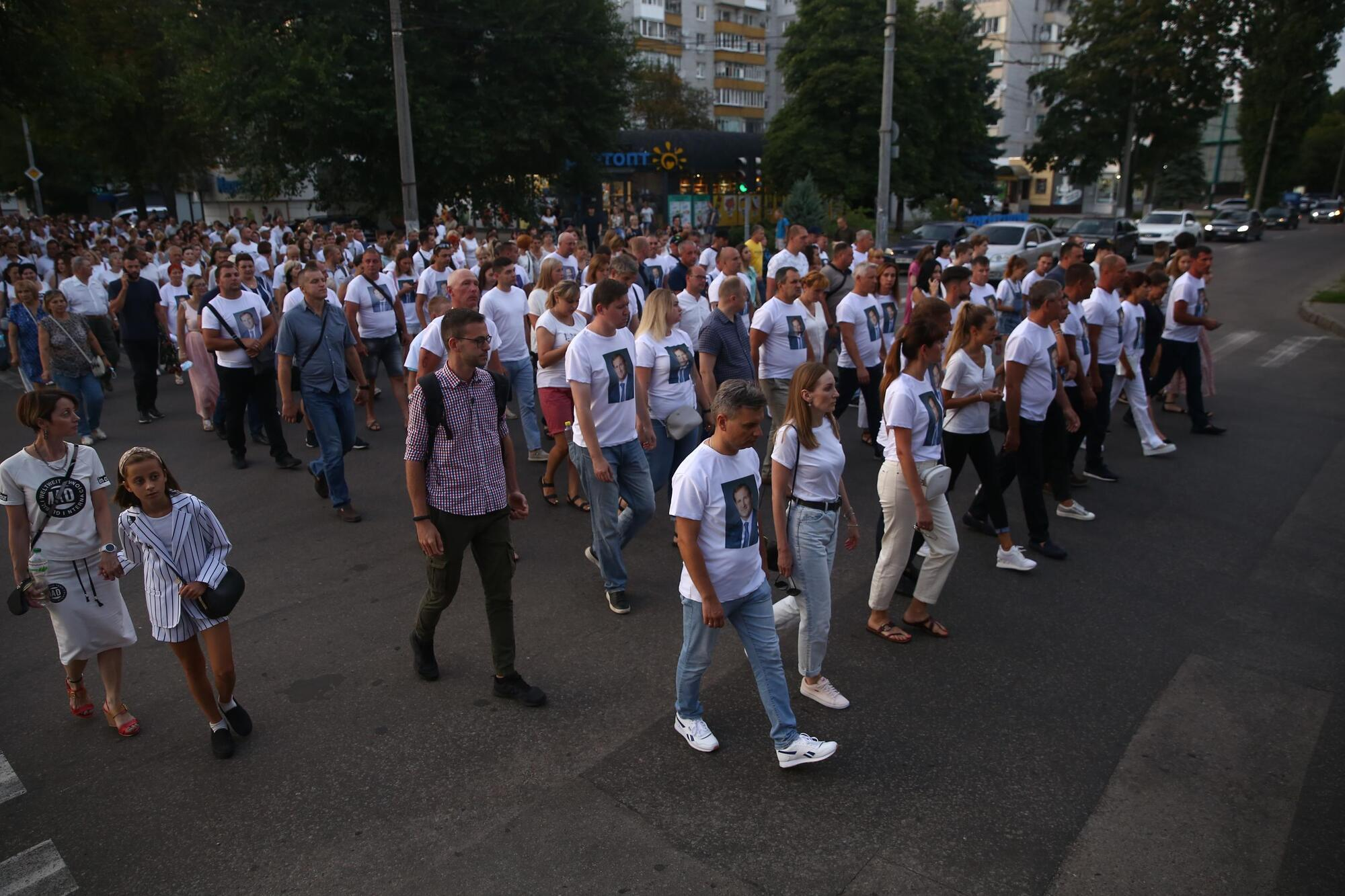 """На улицы города вышло около 3 тыс. человек, чтобы почтить память """"народного мэра"""""""