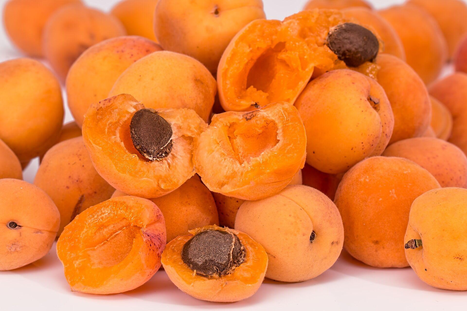 Для абрикосового варенья выбирайте только спелые фрукты