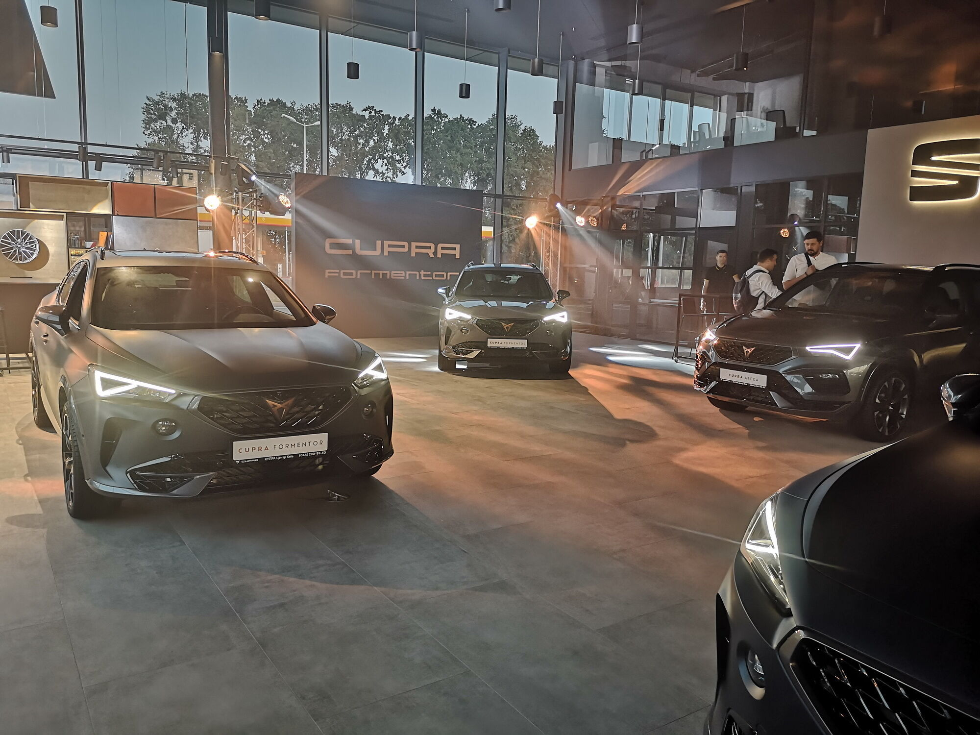 Спочатку автолюбителям будуть доступні два кросовера – Cupra Formentor та Ateca