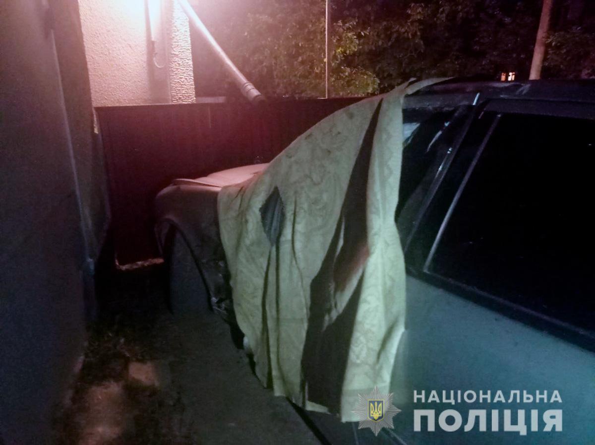 Поліцейські знайшли машину, яка потрапила в ДТП.