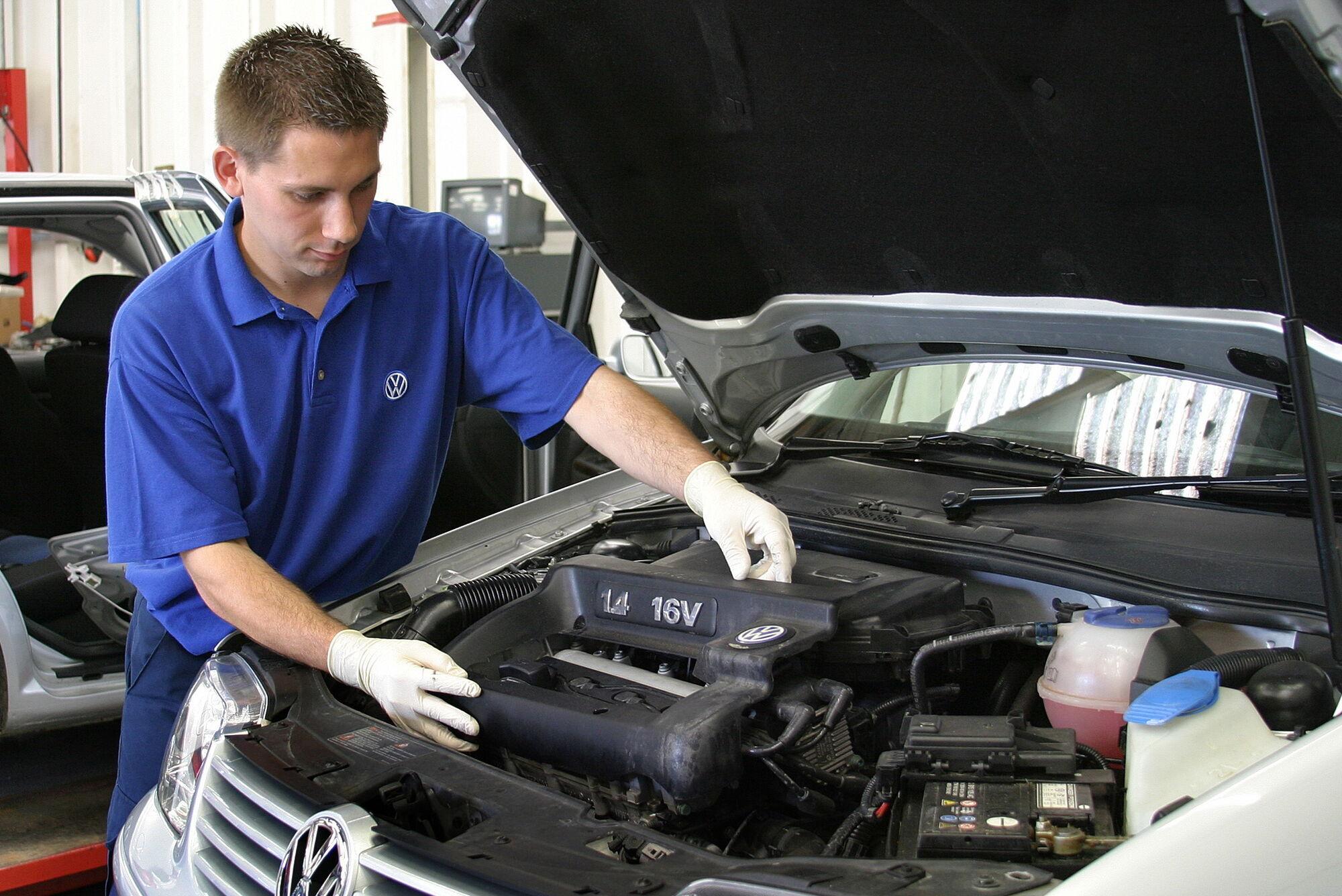 Наибольшее количество неприятностей ожидает автолюбителя, если вода попала в двигатель, а также в электронные компоненты