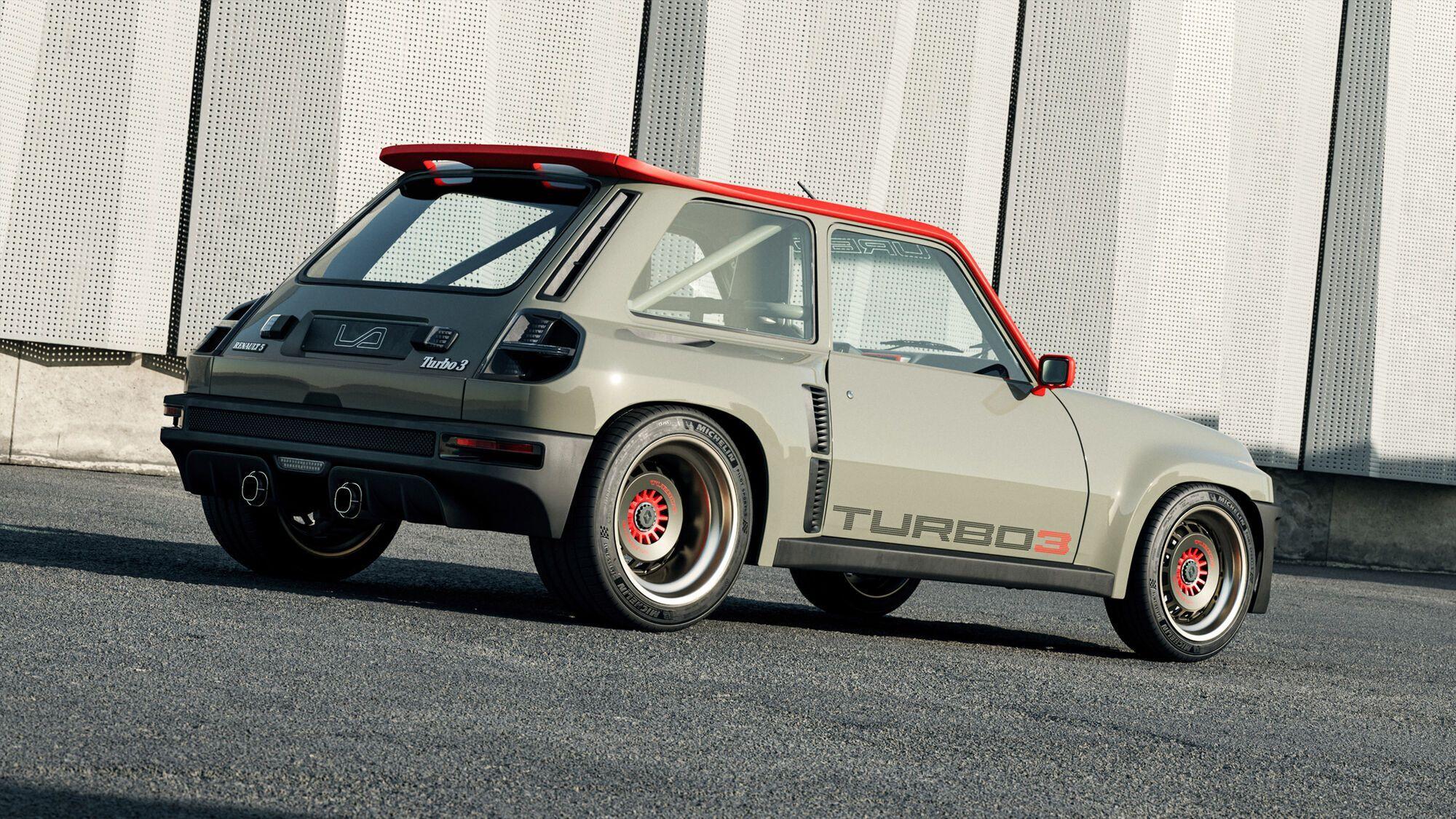 За основу взяли обычный Renault 5, кузов которого расширили по образу и подобию версии 5 Turbo