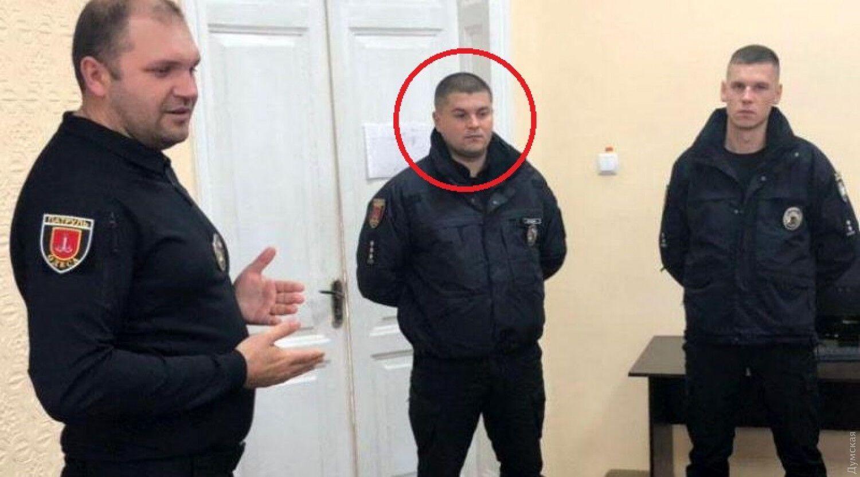 Иван Митькин (на фото по центру).