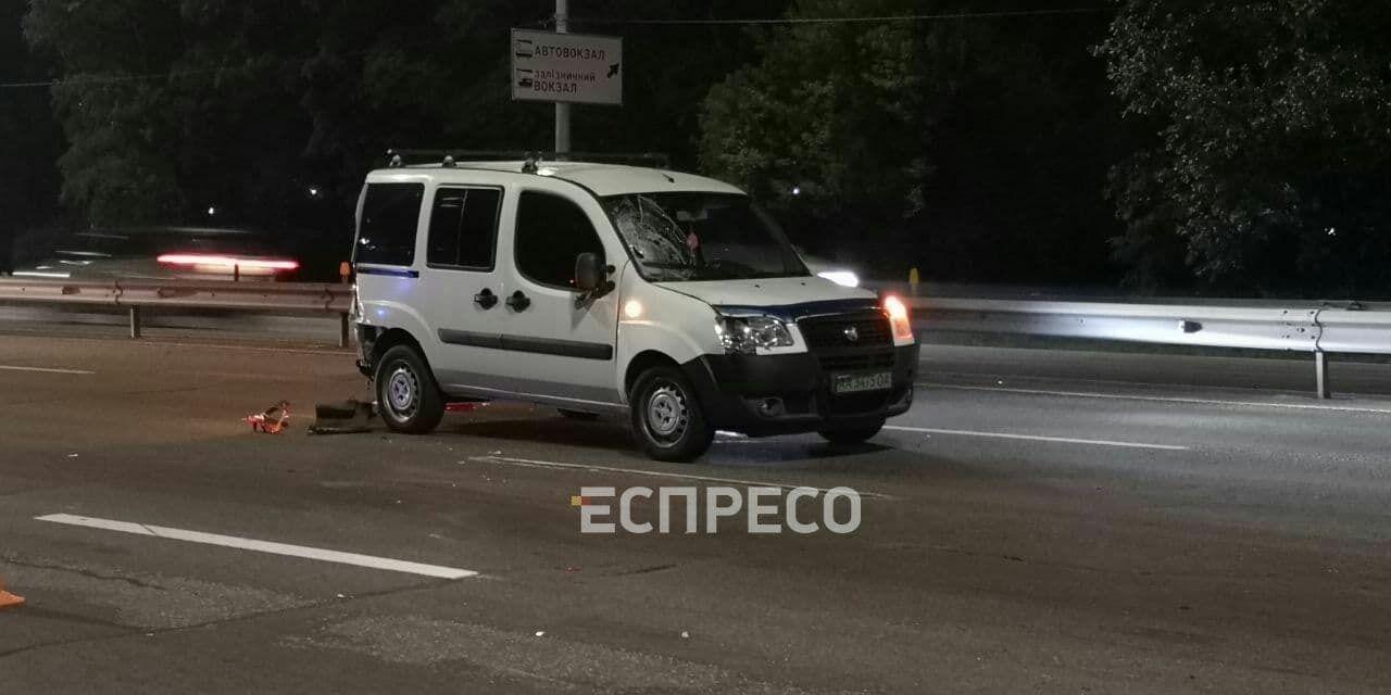 Fiat Doblo сбил мужчину, который пытался перебежать дорогу.