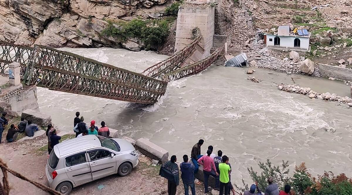 Камені зруйнували міст