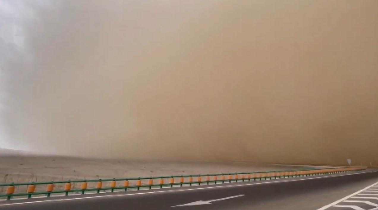 Піщана буря потрапила на відео.