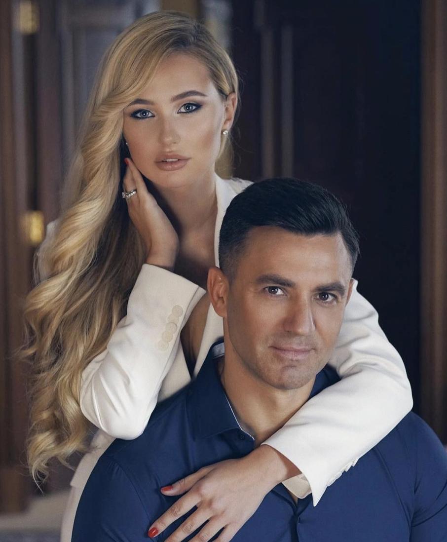 Николай Тищенко старше на 23 года.