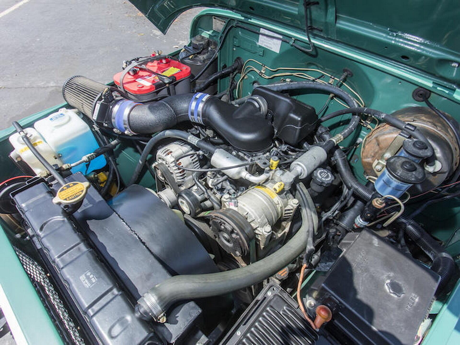 """Рядную """"шестерку"""" и коробку передач Toyota заменили на 182-сильный 4,3-литровый GM Vortec V6 и 5-скоростную """"механику"""""""