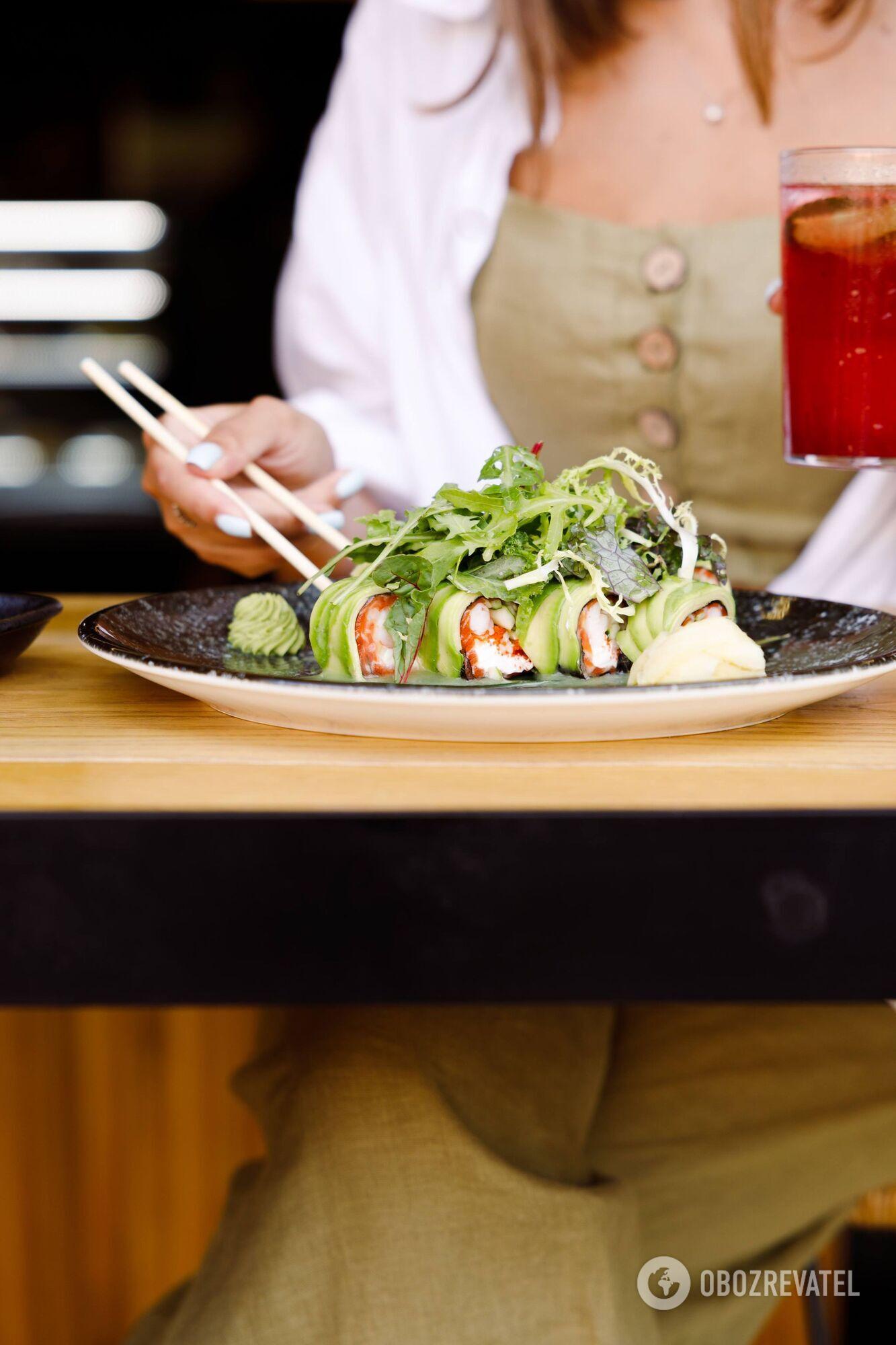 Суші, морепродукти, риба – в ресторані кожен може вибрати будь-яку страву на свій смак