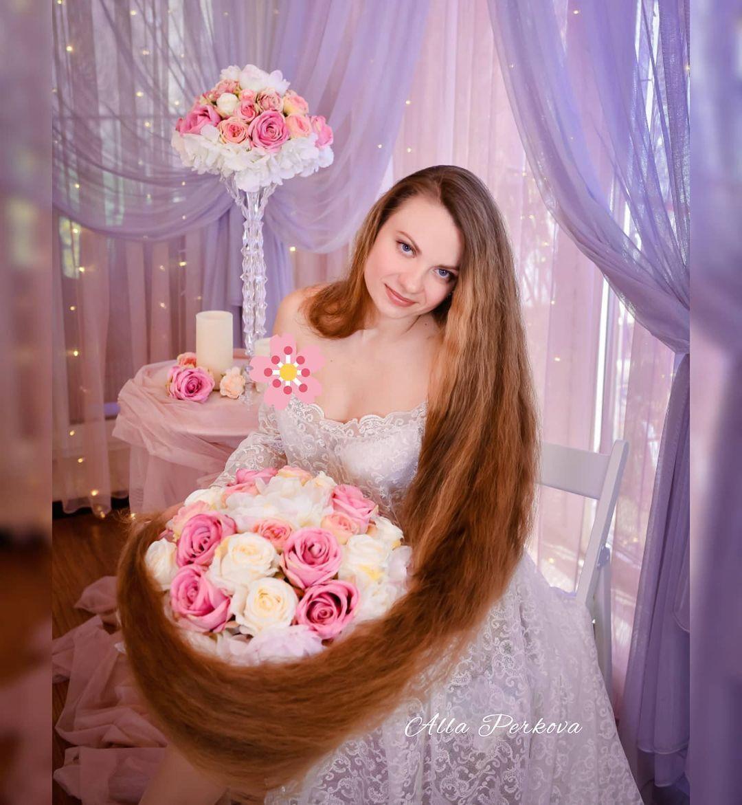 Длинные волосы Аллы Перьковой
