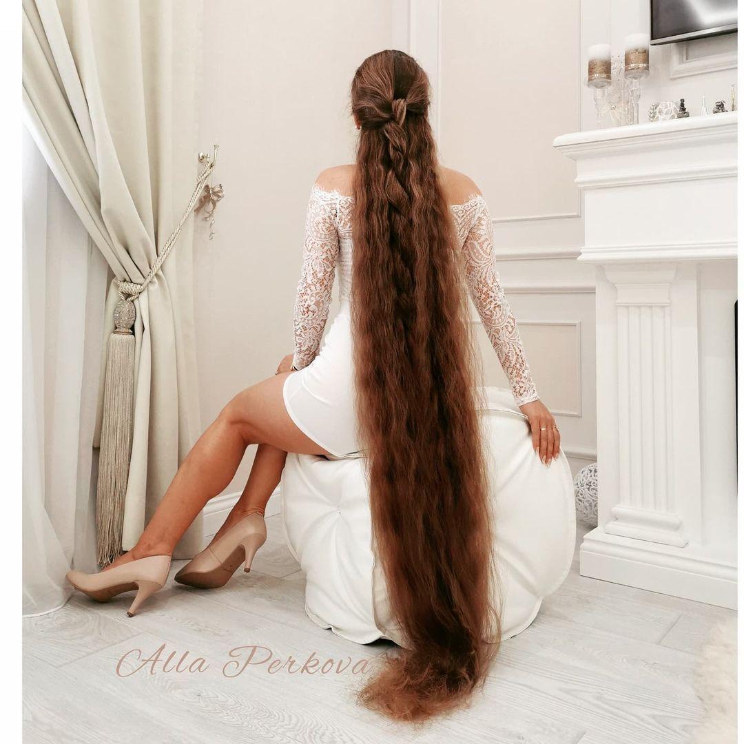 Длина волос Аллы – 166 см