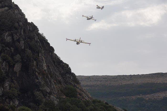 На Сардинии уже третий день продолжается тушение масштабных возгораний.