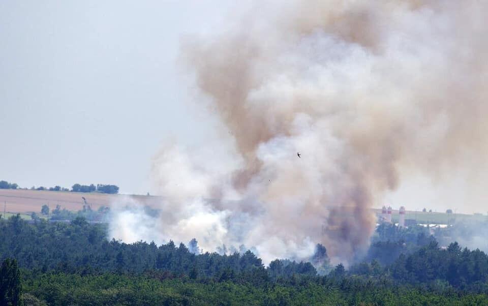 Дим від пожежі над Хортицею