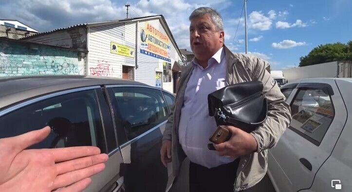 В Киеве водитель неадекватно отреагировал на замечание об остановке на тротуаре