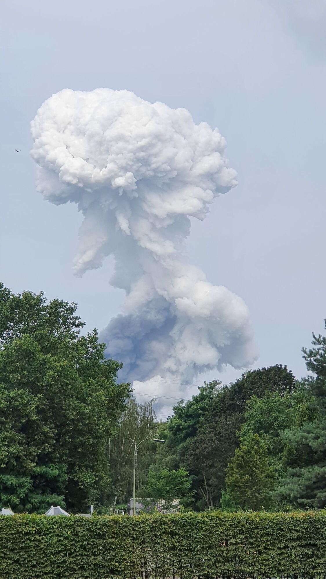 Після вибуху в небо піднявся стовп густого диму