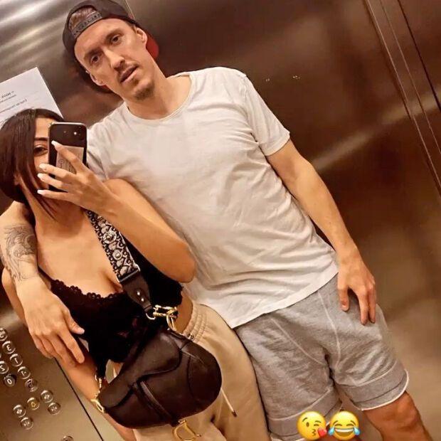 Крузе и его возлюбленная в лифте