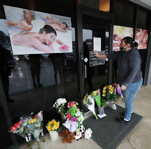 Родственники погибших на месте стрельбы