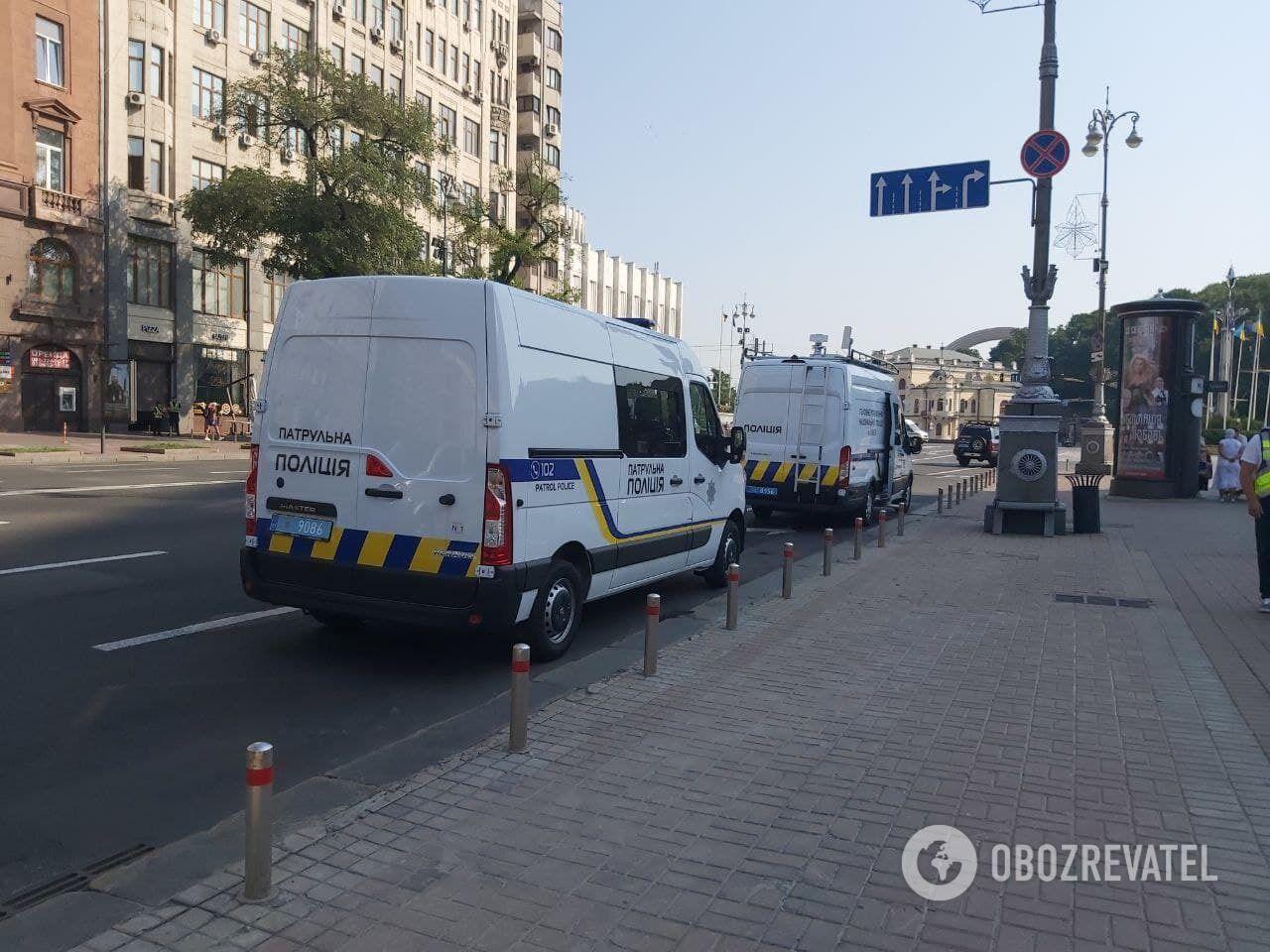 Автомобили полиции на улице Крещатик.