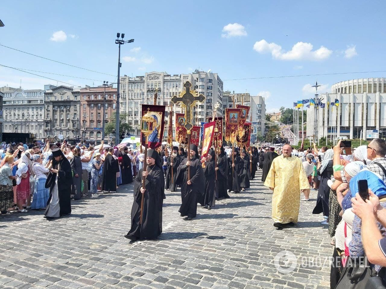 Священики в начале Крестного пути.