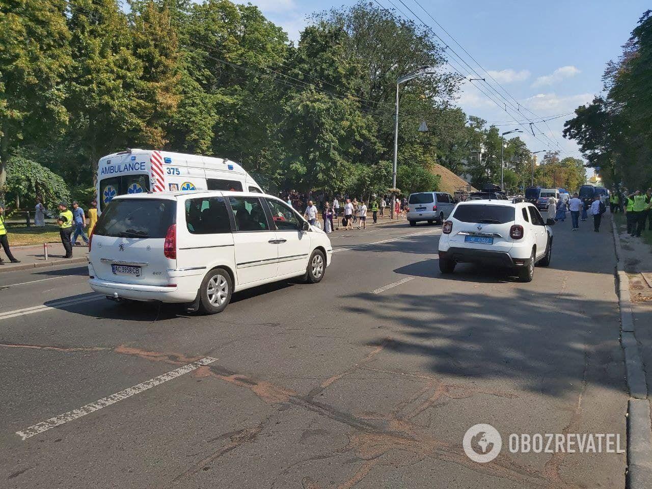 Полицейские открыли движение на улице Лаврской.